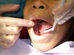 ¿Te sangran las encías? Pues no es normal y el mejor dentífrico no es el que más espuma hace