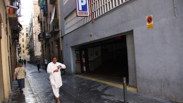 Punto de Ciutat Vella donde el pasado sábado por la noche se produjo la detención del hombre que ha acabado muriendo en el Hospital Clínic de Barcelona.