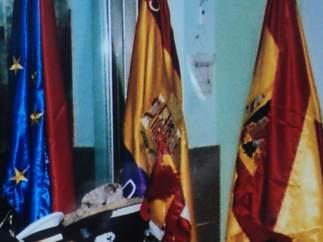 Bandera republicana (centro) en la exposición de Quijorna