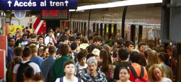 El metro nocturno de València se pone en marcha este viernes con frecuencias de 20 a 60 minutos pese a las huelgas