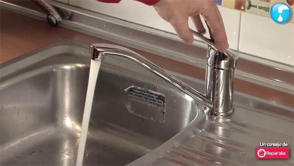 Cómo ahorrar en la factura del gas y el agua: tres tipos de grifo que ayudan mucho