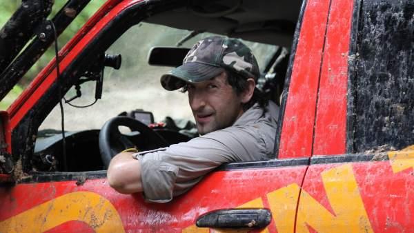 Adrien Brody en la ruta Ulu Sedili (Malasia) en En coche al fin del mundo