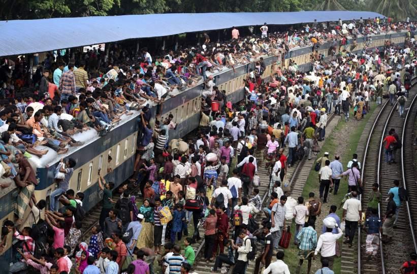 Trenes abarrotados en Bangladesh