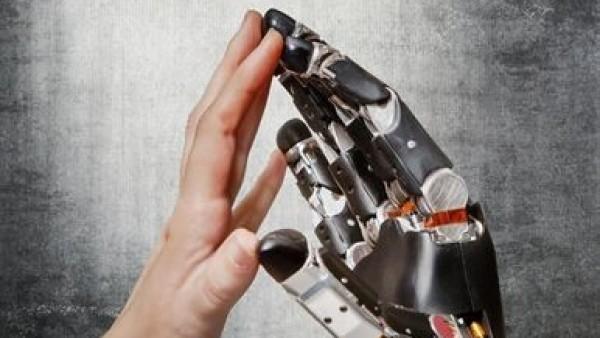 La Universidad de Chicago avanza en la creación de prótesis de mano sensibles al tacto