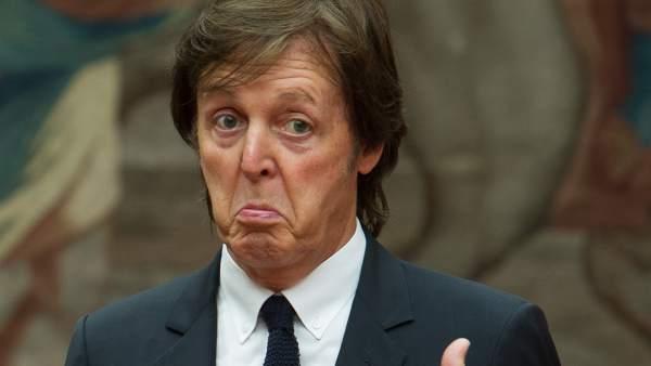 """Paul McCartney defiende a Miley Cyrus: """"Solo es una chica de 20 años, hemos visto cosas peores"""""""