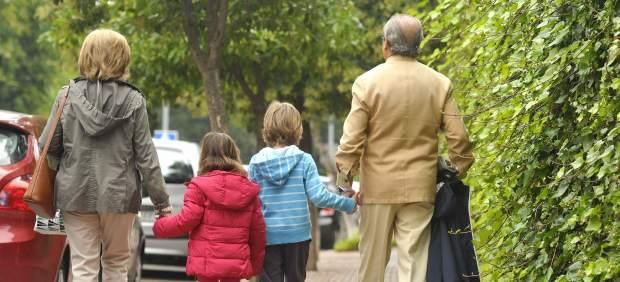 Muchos padres tiran de los abuelos