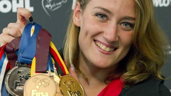 Mireia Belmonte posa con medallas