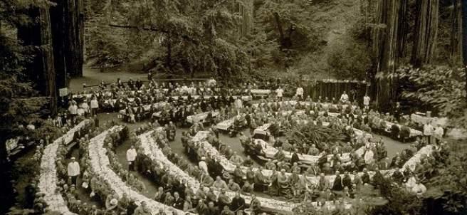 Almuerzo de socios en el Bohemian Grove alrededor de 1920