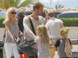 Gwyneth Paltrow y Chris Martin con sus hijos Apple y Moses en Mallorca