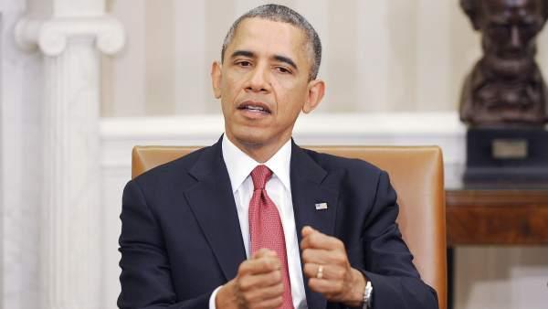 """Obama confiesa que no puede tener un iPhone """"por seguridad"""""""