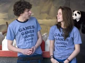 Jesse Eisenberg y Kristen Stewart en 'Adventureland'.