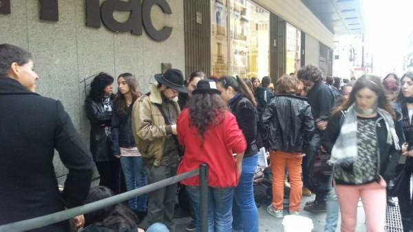 Cola para la firma de Patrick Rothfuss en la Fnac de Callao (Madrid)