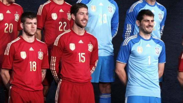 La equipación de la selección española para el Mundial de Brasil ... f137df1c90a1f