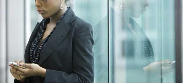 Mujer con su smartphone
