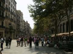 Los barceloneses compran menos en los comercios del centro y el sector pide abrir más domingos o en festivos con ventas aseguradas