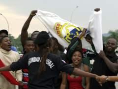 Aficionados reciben a la selección española en Guinea Ecuatorial