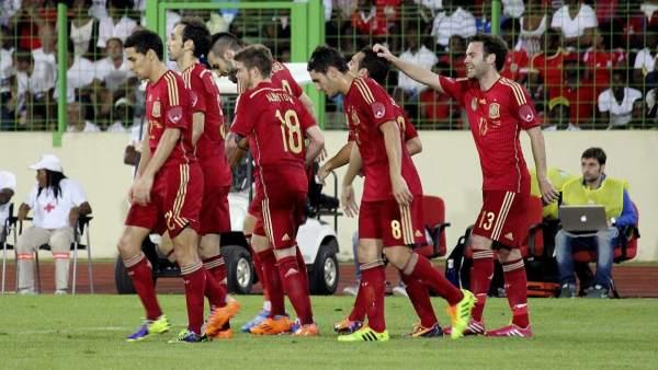 Celebración de un gol de España en Guinea Ecuatorial