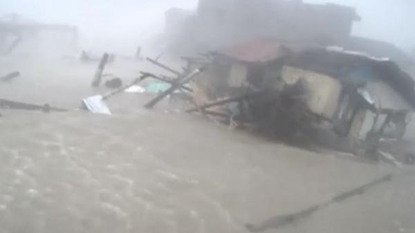 Un tsunami que arrasó todo en Filipinas