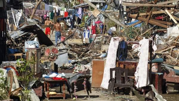 Filipinas intenta recuperar la normalidad tras el paso del tifón Haiyan