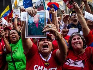 Venezolanos partidarios del Gobierno de Nicolás Maduro