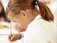 Una niña británica de tres años registra un coeficiente superior al de Einstein