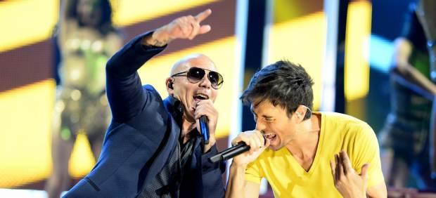 \Enrique Iglesias canta a dúo con Pitbull\