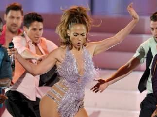 Jennifer López homenajea a Celia Cruz