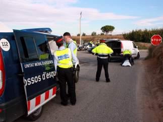 Intervención de los Mossos en un accidente de tráfico.