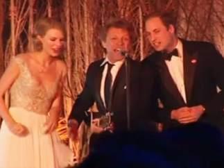 El príncipe Guillermo canta con Taylor Swift y Bon Jovi
