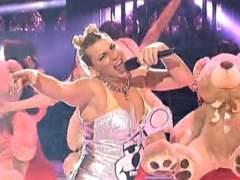 Arturo Valls como Miley Cyrus