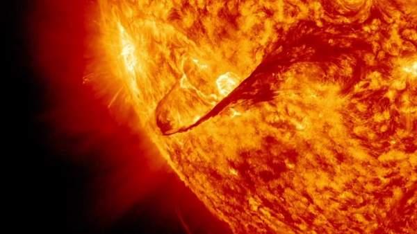 Una fuerte erupción solar causa un apagón de comunicaciones en el Pacífico