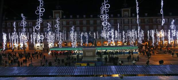 La Plaza Mayor se ilumina por Navidad