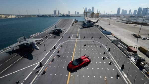 Lamborghini presenta en un portaaviones el nuevo Veneno