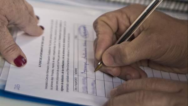 Alertan de la vuelta de un viejo fraude: la suplantación de firma en los contratos