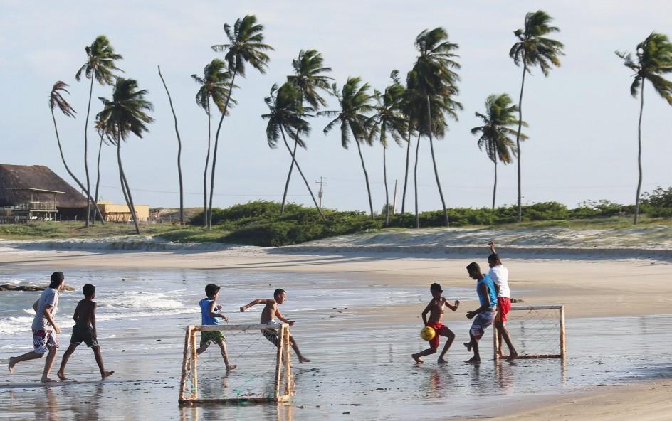 Jugando al fútbol en Natal