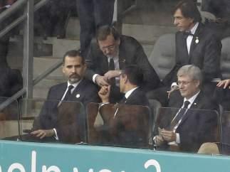 El príncipe Felipe y Mariano Rajoy, en Johannesburgo