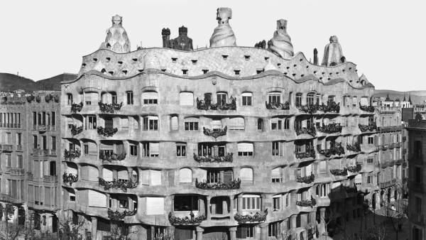 Las paredes del edificio 'La Pedrera' hablan en la novela 'El arquitecto de sueños'