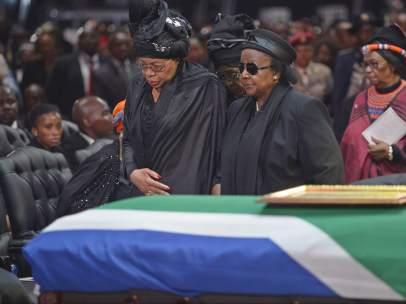 La viuda de Mandela, en su último adiós