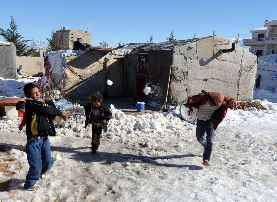 La nieve complica la vida de los refugiados sirios