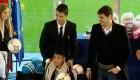 Los jugadores del Madrid reparten regalos