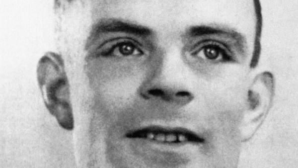 Indultan a Alan Turing, el hombre que descifró el código Enigma y al que acusaron de gay