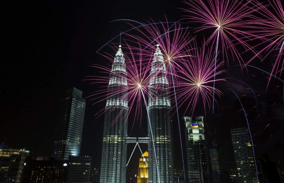 153150 944 610 صور احتفالات مدن العالم بالعام الميلادي الجديد 2014 صور العاب نارية من حول العالم