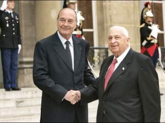 Chirac recibe a Sharon