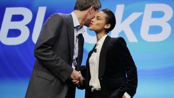 Alicia Keys y Thorsten Heins, de Blackberry