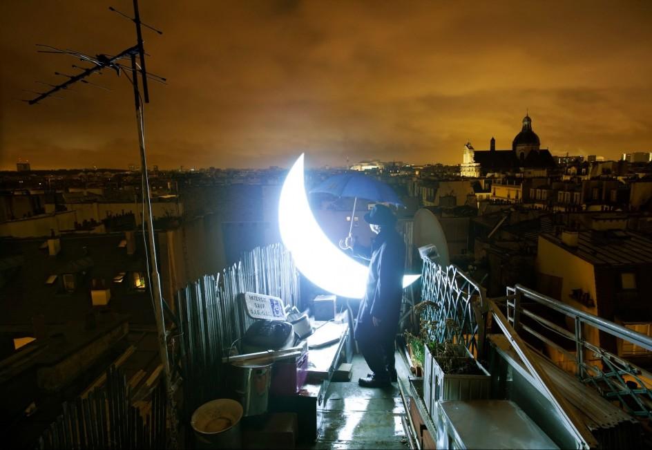 Personal Moon, 2009. Foto de la serie Luna privada de Leonid Tishkov