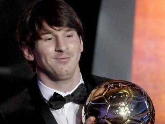 Messi, con pajarita en el Balón de Oro 2010