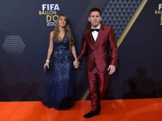 El traje rojo de Messi en el Balón de Oro 2013