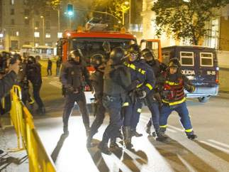 Forcejeo entre Policía y bomberos