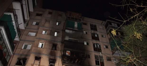 Detalle de la fachada del edificio de Sant Adri� del Bes�s (Barcelona) donde ha tenido lugar el incendio en ek que han muerto dos personas.