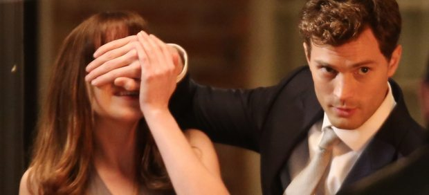 Dakota Johnson y Jamie Dornan en Cincuenta sombras de Grey